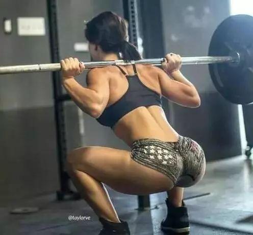 健身技巧:3个方法让你的深蹲更给力_佛山祖庙健身X-MAX健身工厂